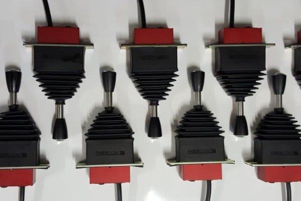 joysticks sobre un eje con manopla